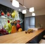 Фотообои в интерьере кухни с фруктовым взрывом