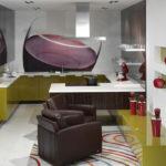 Фотообои в интерьере кухни с красным акцентом