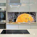 Фотообои в интерьере кухни скинали с фотообоями