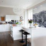 Фотообои в интерьере кухни в черно-белой гамме