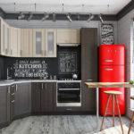 Холодильник в интерьере кухни черно-белого цвета