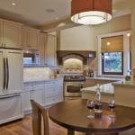 Холодильник в интерьере кухни стилизация под шкаф