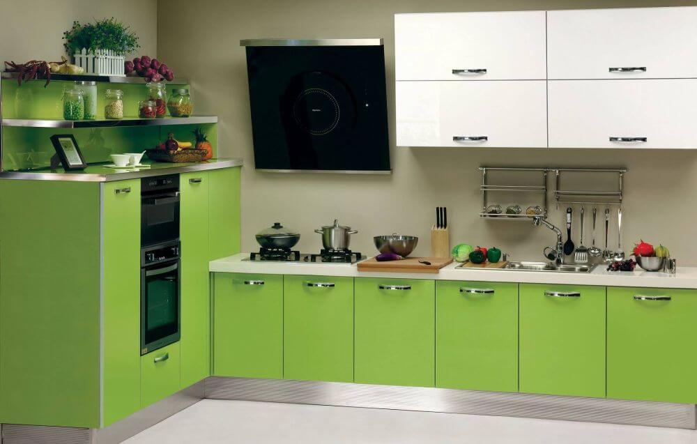 Современная кухня бело-зеленый гарнитур