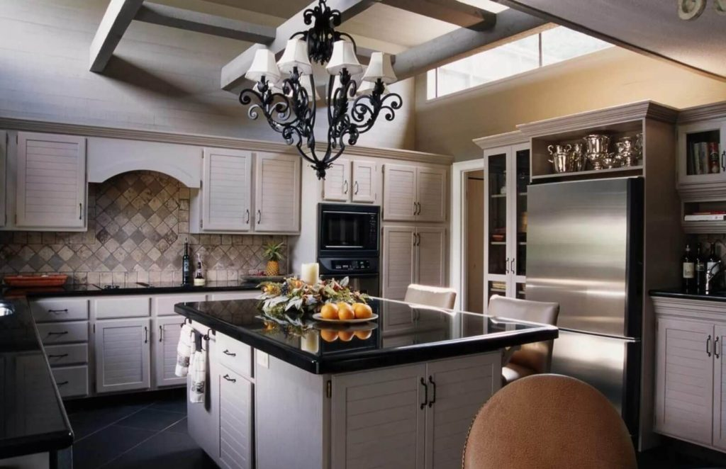 Современная кухня кованная люстра
