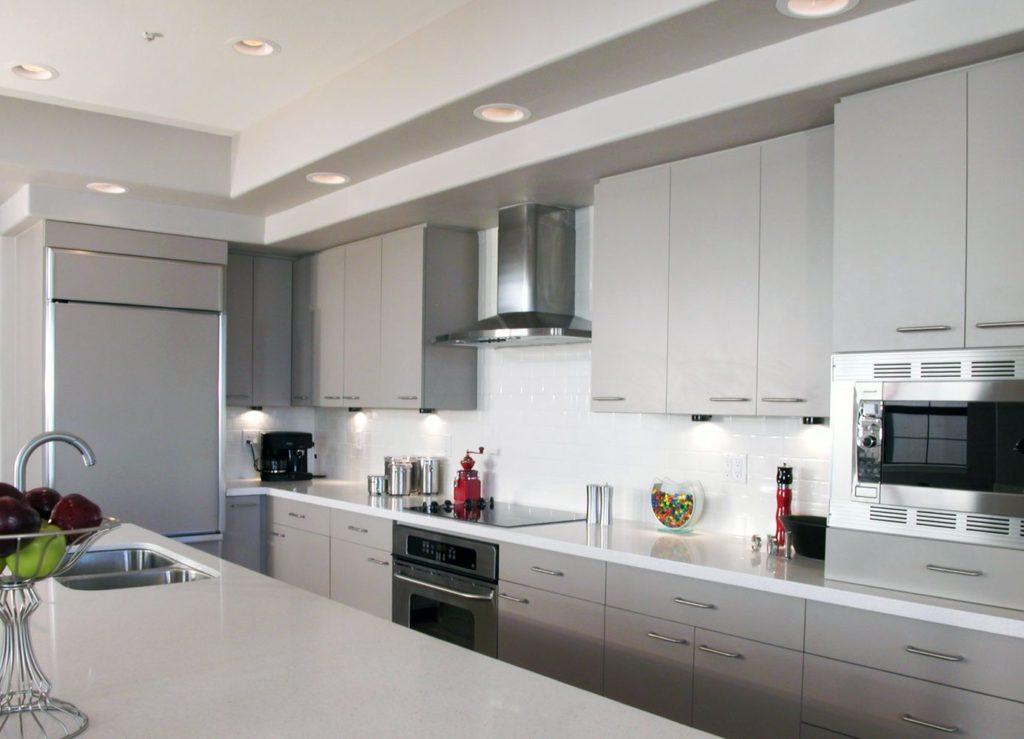 Современная кухня перламутровый оттенок