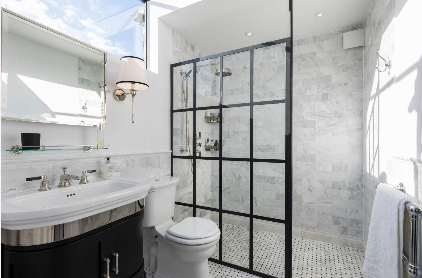 светлый дизайн ванной с туалетом