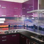 Фиолетовая кухня с фото-рисунком