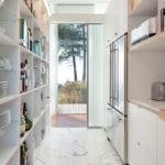 дизайн узкой кухни идеи интереьра
