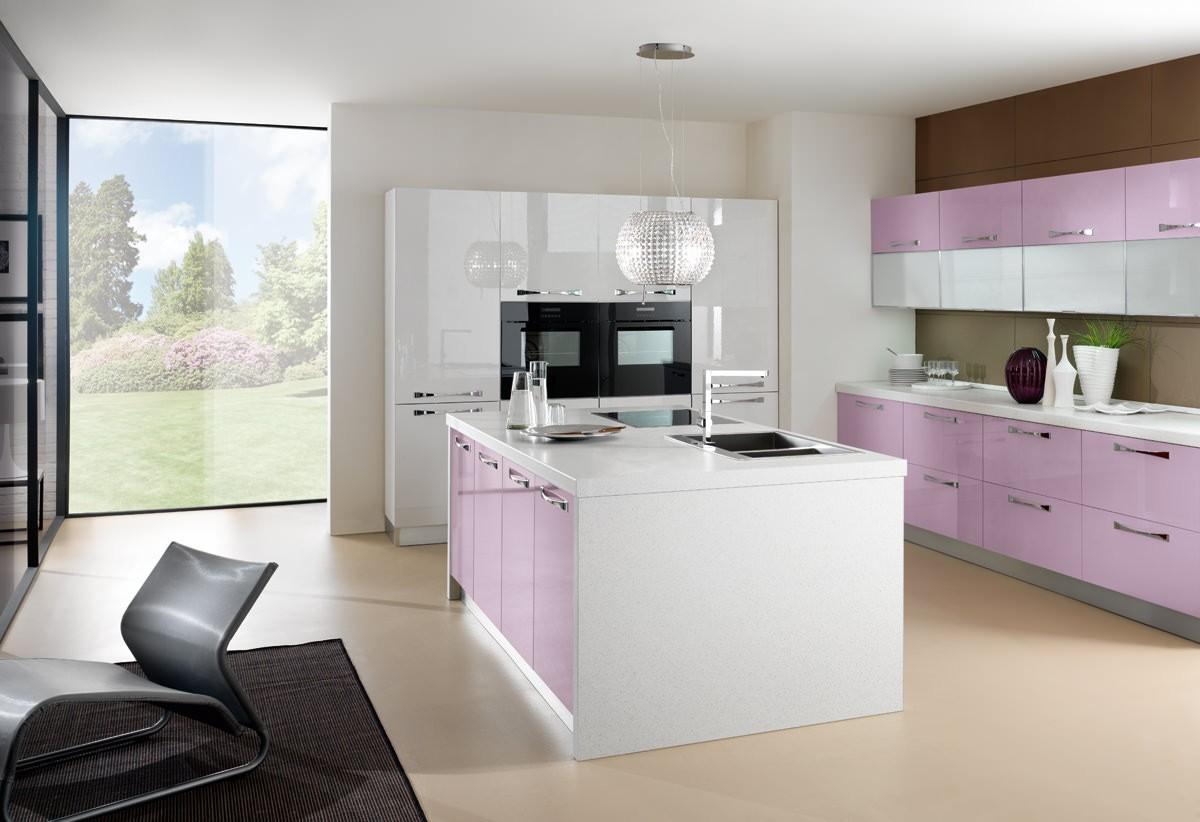 Нежно-розовая тумба на кухне