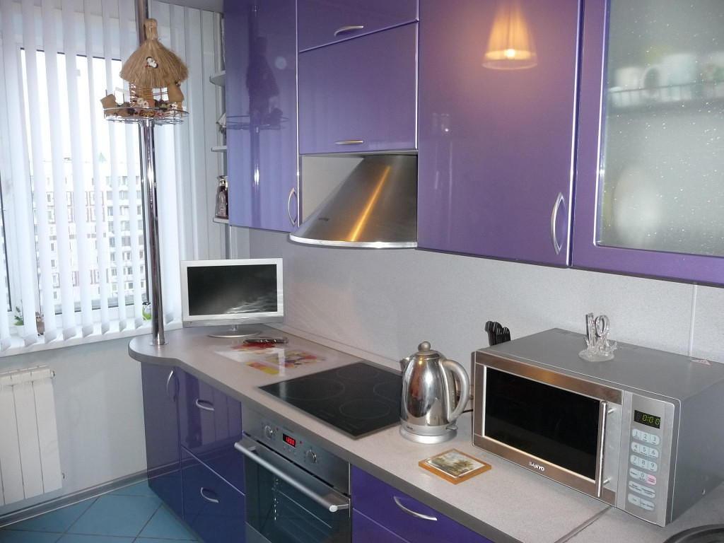 Техника на фиолетовой кухне