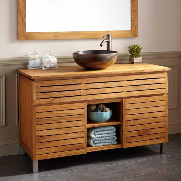Деревянная мебель для бежевой ванной комнаты