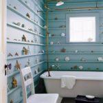 Декор ванной комнаты экспонатами из морской коллекции
