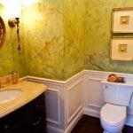 Декор ванной комнаты покраской под мрамор