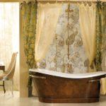 Декор ванной комнаты штора вокруг чугунной ванны