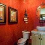 Декор ванной комнаты в классическом стиле акварели в багетах