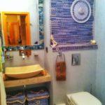 Декор ванной комнаты в стиле корзинки для туалетного столика