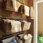 Декор ванной комнаты в стиле подвесные плетеные корзинки