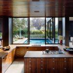 Дизайн кухни в частном доме хай-тек Г-образная планировка