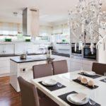 Дизайн кухни в частном доме хай-тек с островной планировкой