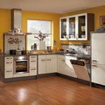 Дизайн кухни в частном доме хай-тек угловая планировка