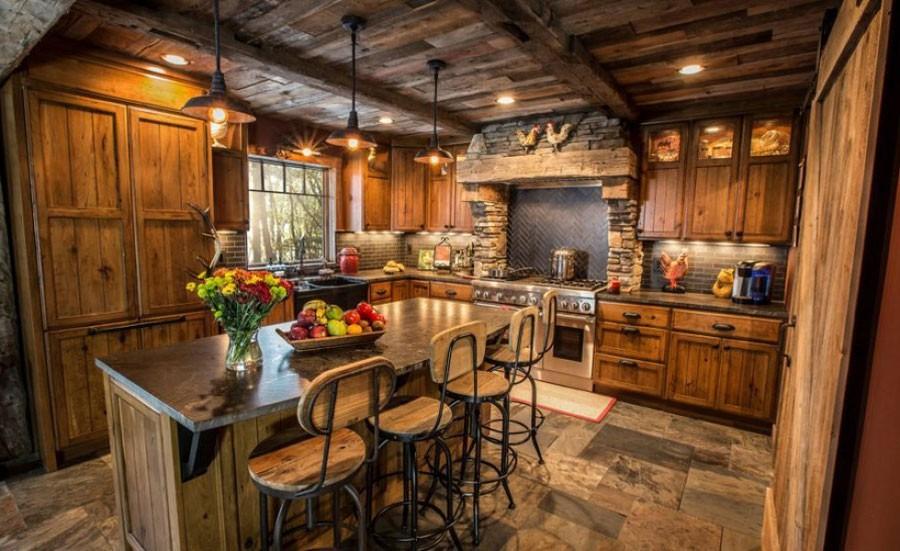 Дизайн кухни в частном доме рустик
