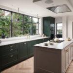 Дизайн кухни в частном доме с островной планировкой