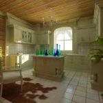Дизайн кухни в частном доме в эклектическом стиле