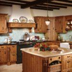 Дизайн кухни в частном доме в кантри-стиле