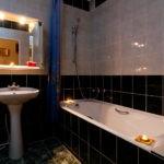Дизайн ванной комнаты в хрущевке черно-белый кафель