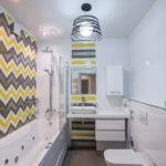 Дизайн ванной комнаты в хрущевке панно с геометрическим узором из мозаики
