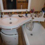 Дизайн ванной комнаты в хрущевке раковина со смесителем для ванны