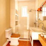 Дизайн ванной комнаты в хрущевке с оригинальным зеркалом