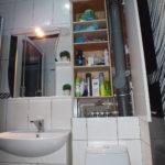 Дизайн ванной комнаты в хрущевке шкаф-пенал за унитазом