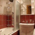 Дизайн ванной комнаты в хрущевке угловые полки в ванной