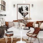 Картины в интерьере гостиной белый цвет с коричневыми акцентами