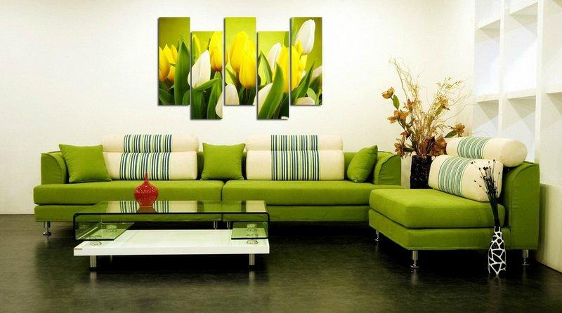 Картины в интерьере гостиной цветовая перекличка