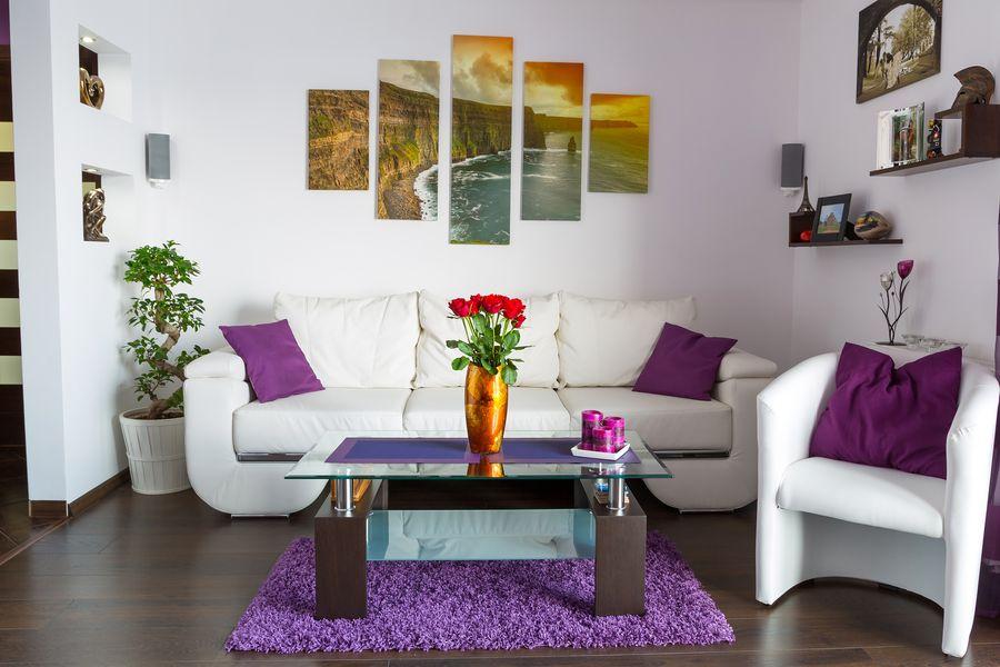 Картины в интерьере гостиной гармоничные цвета
