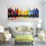Картины в интерьере гостиной контрастные яркие цвета