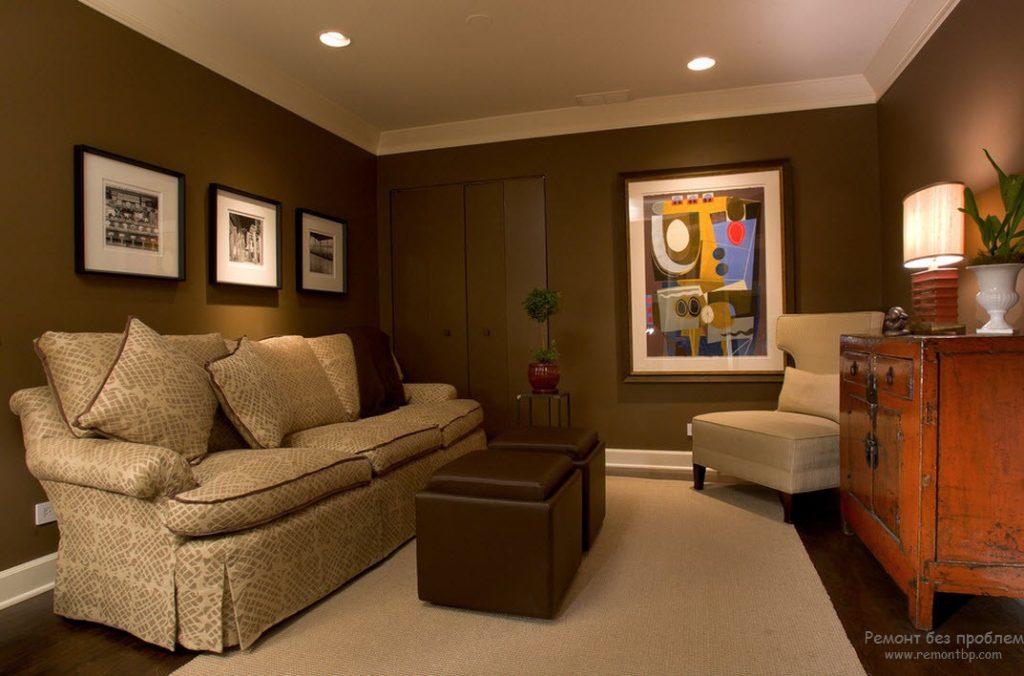 Картины в интерьере гостиной в коричневых тонах
