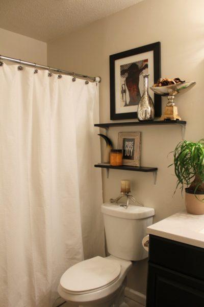 Дизайнерские детали для бежевой ванной