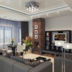 Оформление гостиной с фальш-камином и серым уголком отдыха