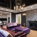 Оформление гостиной стиля арт-деко в черно-белых тонах с фиалковой мебелью