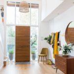 Оформление прихожей в стиле хай-тек в частном доме