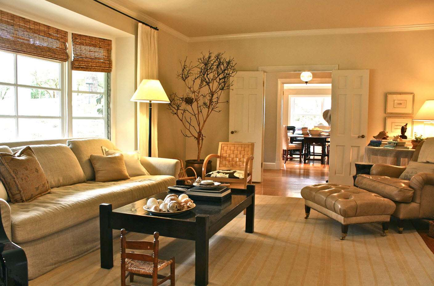 интерьер гостиной со шторами