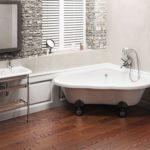 Современный дизайн ванной комнаты с угловой ванной