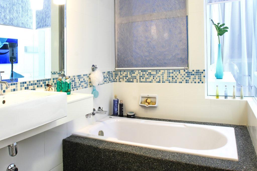 Современный дизайн ванной комнаты штукатурка