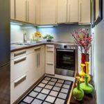 узкая кухня декор