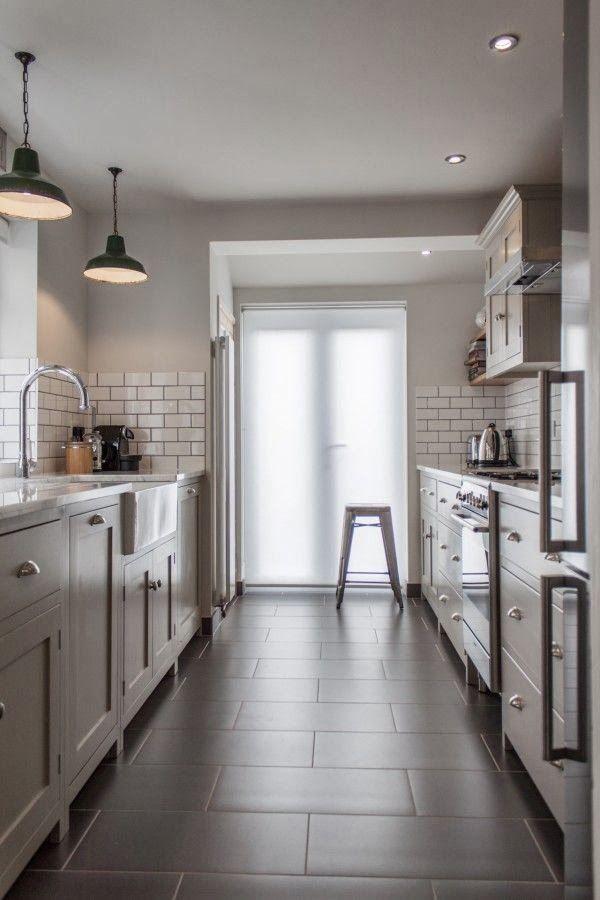 узкая кухня