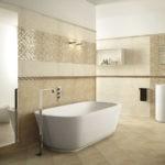 Просторная ванная в бежевых тонах