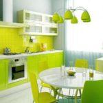 зеленая кухня светлая